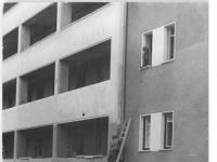 Bundesarchiv_Bild_183-08269-0003,_Berlin,_Bau_Karl-Marx-Allee,_Block,_Erd-Anlieferung