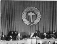 Bundesarchiv_Bild_183-08618-0007,_Berlin,_2._Volkskammersitzung,_Bildung_DDR-Regierung