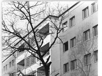 Bundesarchiv_Bild_183-08896-0008,_Berlin,_Karl-Marx-Allee,_Wohnblock
