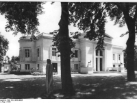 Bundesarchiv_Bild_183-14550-0005,_Potsdam,_Park_Sanssouci,_Schloß_Charlottenhof