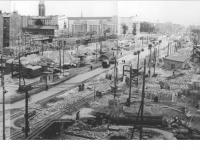Bundesarchiv_Bild_183-14954-0010,_Berlin,_Bau_Karl-Marx-Allee,_Block_B-Nord,_Sporthallle,_B-Süd