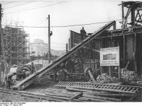 Bundesarchiv_Bild_183-15918-0002,_Berlin,_Bau_Karl-Marx-Allee,_Block_C-Süd