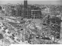 Bundesarchiv_Bild_183-15918-0003,_Berlin,_Bau_Karl-Marx-Allee,_Strausberger_Platz