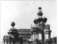 Bundesarchiv_Bild_183-18055-0029,_Dresden,_Zwinger,_Wiederaufbau