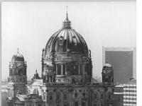 Bundesarchiv_Bild_183-1982-0113-300,_Berlin,_Dom,_Neptunbrunnen,_Winter