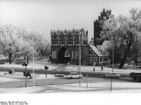 Bundesarchiv_Bild_183-1982-0122-018,_Neubrandenburg,_Stadttor,_Winter