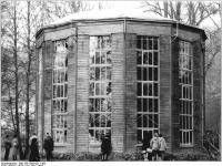 Bundesarchiv_Bild_183-1983-0311-302,_Dresden,_Schloßgarten_Pillnitz,_Glashaus