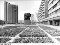 Bundesarchiv_Bild_183-1983-0503-030,_Chemnitz,_Karl-Marx-Denkmal