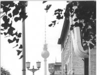 Bundesarchiv_Bild_183-1983-0630-030,_Berlin,_Blick_über_die_Karl-Marx-Allee