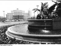 Bundesarchiv_Bild_183-1984-0827-019,_Leipzig,_Karl-Marx-Platz,_Opernhaus