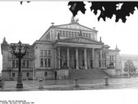 Bundesarchiv_Bild_183-1984-0930-009,_Berlin,_Schauspielhaus