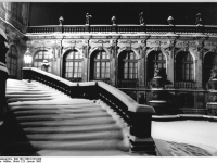 Bundesarchiv_Bild_183-1985-0123-009,_Dresden,_Zwinger,_Winter,_Nacht
