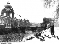 Bundesarchiv_Bild_183-1986-0104-017,_Dresden,_Zwinger,_Winter