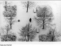 Bundesarchiv_Bild_183-1986-0105-002,_Berlin,_Leninplatz,_Winter