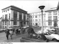 Bundesarchiv_Bild_183-1986-0201-013,_Halle,_Universitätsplatz,_Universität,_Hauptgebäude
