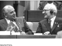 Berlin, XI. SED-Parteitag, Gorbatschow, Honecker (21 April 1986)