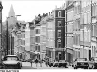 Bundesarchiv_Bild_183-1986-0526-304,_Chemnitz,_Dimitroffstraße,_Mietshäuser