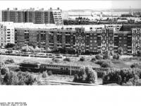 Bundesarchiv_Bild_183-1986-0702-308,_Rostock,_Schmarl,_Neubaugebiet,_Wohnblocks