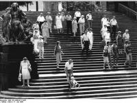 Bundesarchiv_Bild_183-1986-0717-005,_Dresden,_Brühlsche_Terrasse,_Freitreppe