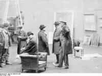 Bundesarchiv Bild 183-1986-0718-506, Berlin, Vorbereitung Sezession-Ausstellung