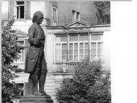 Bundesarchiv_Bild_183-1986-0912-304,_Weimar,_Wieland-Platz,_Wieland-Denkmal