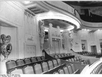 Bundesarchiv_Bild_183-1986-1003-016,_Cottbus,_Theater,_Großes_Haus,_Ehrenloge