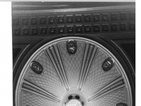 Bundesarchiv_Bild_183-1986-1111-031,_Berlin,_Staatsoper,_Zuschauerraum,_Kronleuchter