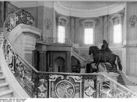 Bundesarchiv_Bild_183-1987-0108-022,_Berlin,_Bodemuseum,_Eingangshalle