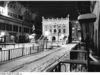 Bundesarchiv_Bild_183-1987-0114-007,_Leipzig,_Nachmarkt,_Handelsbörse,_Winter,_Nacht