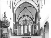 Bundesarchiv_Bild_183-1987-0330-305,_Brandenburg,_Dom,_Mittelschiff