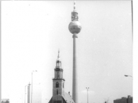 Bundesarchiv_Bild_183-1987-0418-008,_Berlin,_Café,_Fernsehturm