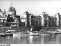 Bundesarchiv_Bild_183-1987-0629-009,_Dresden,__Weiße_Flotte_,_Ausflugsschiff