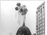 Bundesarchiv_Bild_183-1987-0704-019,_Berlin,_750-Jahr-Feier,_Festumzug,_Luftballons