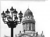 Bundesarchiv_Bild_183-1987-0730-034,_Berlin,_Französische_Friedrichstadtkirche,_Kandelaber