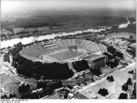 Bundesarchiv_Bild_183-1987-0801-101,_Leipzig,_Zentralstadion,_Sportfest