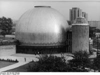Bundesarchiv Bild 183-1987-1008-020 Berlin Zeiss-Grossplanetarium