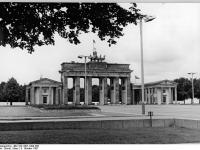 Bundesarchiv_Bild_183-1987-1008-306,_Berlin,_Brandenburger_Tor