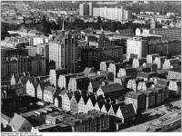 Bundesarchiv_Bild_183-1987-1202-301,_Rostock,_Innenstadt
