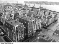 Bundesarchiv_Bild_183-1989-0214-030,_Rostock,_Hafenviertel