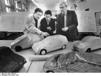 Bundesarchiv_Bild_183-1989-1109-014,_Zwickau,_Kfz-Forschung_an_TH