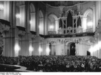 Bundesarchiv_Bild_183-1989-1116-009,_Dresden,_Hofkirche,_Mittelschiff,_Orgel