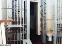 Bundesarchiv Bild 183-1989-1206-410 Potsdam Strafvollzugseinrichtung Arrest-Zelle