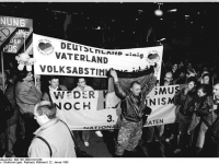 Bundesarchiv_Bild_183-1990-0122-026,_Leipzig,_Montagsdemonstration