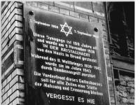 Bundesarchiv Bild 183-1990-0212-309 Berlin Gedenktafel Neue Synagoge