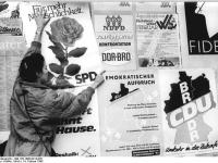 Bundesarchiv_Bild_183-1990-0214-026,_Dresden,_Volkskammerwahl,_Wahlplakate