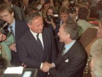 Bundesarchiv_Bild_183-1990-0223-020,_Leipzig,_SPD-Parteitag,_Lafontaine_und_Ibrahim_Böhme