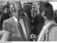 Bundesarchiv_Bild_183-1990-0223-022,_Leipzig,_SPD-Parteitag,_Johannes_Rau,_Markus_Meckel
