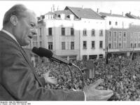 Bundesarchiv_Bild_183-1990-0223-036,_Plauen,_SPD-Kundgebung,_Willy_Brandt