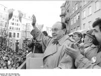 Bundesarchiv_Bild_183-1990-0303-009,_Rostock,_Volkskammerwahl,_BFD-Wahlkundgebung