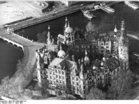 Bundesarchiv Bild 183-1990-0407-011 Schwerin Schloss